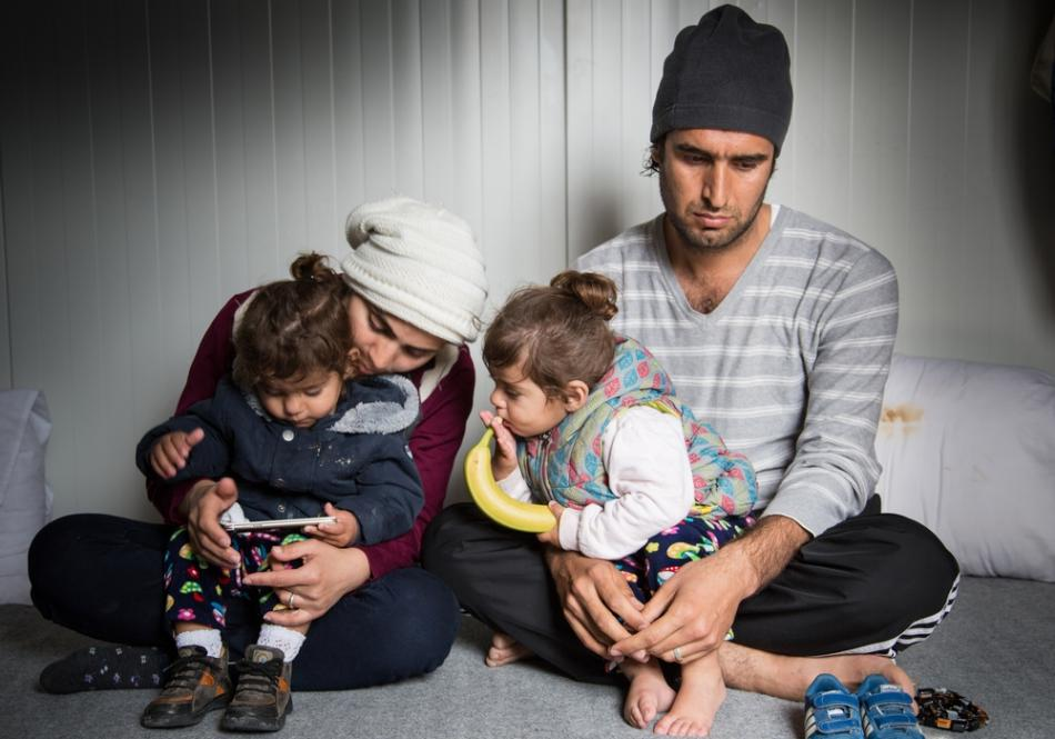 La familia llegó en agosto de 2016 pero desde entonces las autoridades griegas han bloqueado su salida de la isla para continuar su viaje hacia el continente.