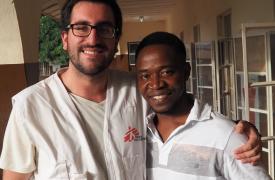 Matías Sáez Osorio es un enfermero chileno que coordinó el Servicio de Urgencias y el Programa de Prevención y Control de Infecciones del Hospital Gubernamental de Kabala, en Sierra Leona, desde enero hasta julio de este año.