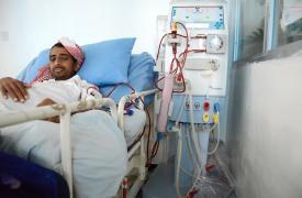 25 de julio de 2016: Abdalá Moaidth tras su sesión de diálisis en el Hospital Al-Jumhori, en Saná. © Malak Shaher/MSF