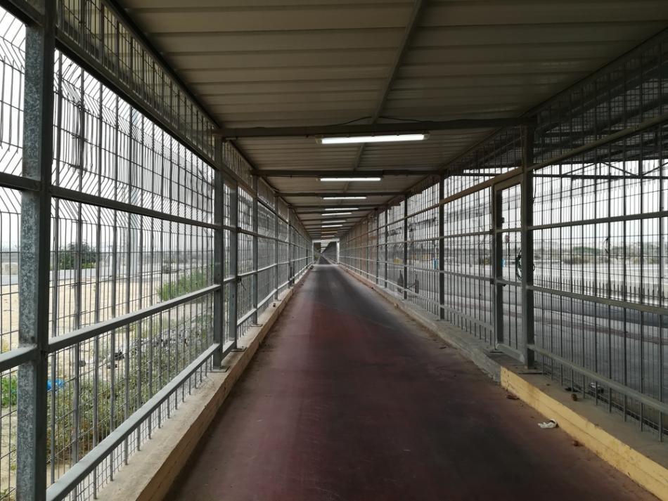 Un túnel de un kilómetro separa Gaza de Israel, por el paso de Erez, en el norte de Gaza.