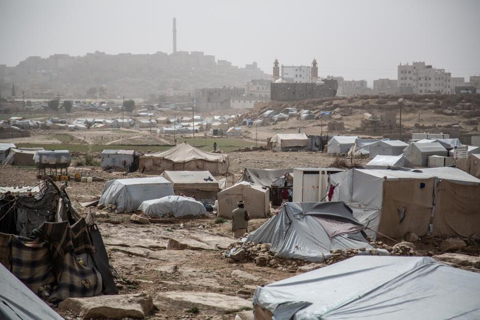 Imagen del campo de Dahadh. A principios de año, 20.000 personas fueron arrancadas de sus aldeas y ciudades a causa de los enfrentamientos en el norte de Abs y en la gobernación de Amran y vinieron a sumarse a las miles de familias que ya estaban en el ex