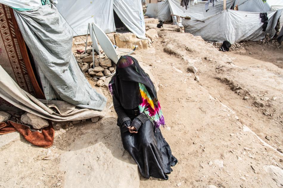 En junio de 2018, la ofensiva de la Coalición contra la ciudad de Hudaida generó una nueva ola de personas desplazadas que cruzaban la gobernación de Amran. Fátima y su esposo, un pescador del Mar Rojo, huyeron de los combates y los bombardeos sobre la ci