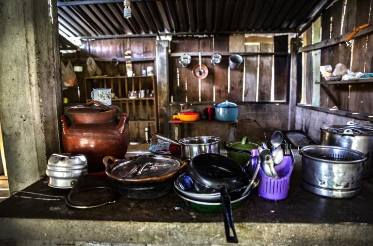 En muchas ocasiones, las familias se ven obligadas a sobrevivir con lo que cultivan en el campo o han podido almacenar, dado que no pueden trasladarse a las ciudades a abastecerse, ni los comerciantes ambulantes pueden llegar a las poblaciones.
