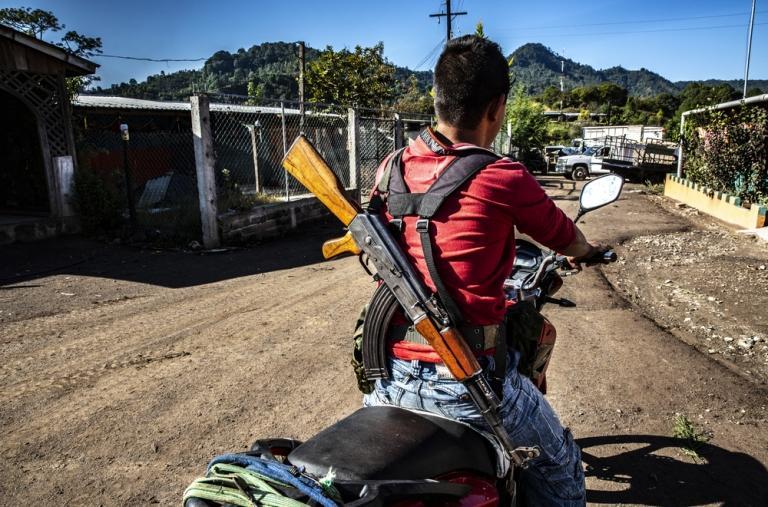 La presencia de hombres armados que custodian los pueblos y los campos es habitual en Guerrero.