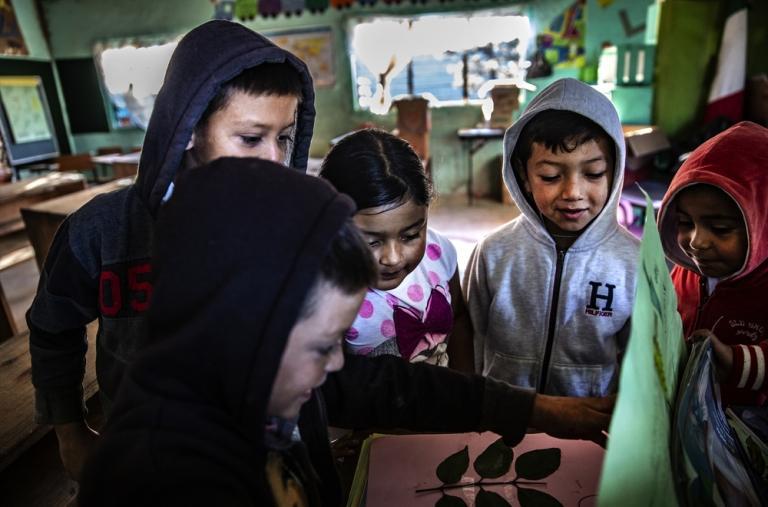 """En algunas ocasiones las poblaciones son atacadas en horario escolar. Los niños se esconden en la escuela. """"Da miedo por los hijos, que están empezando a vivir como para vivir una vida así."""