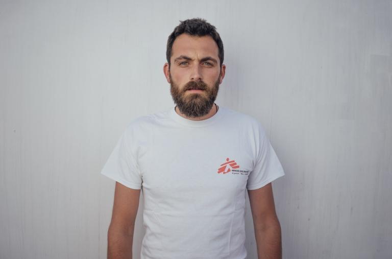 Luca Pigozzi, médico, 32 años, Turín, Italia. Luca está especializado en medicina de emergencia. Esta misión será su tercera con MSF y la primera como parte del equipo de búsqueda y rescate.