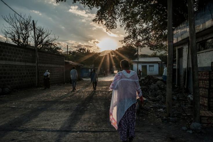 La gente camina en una calle de Alamata, en Etiopía, el 8 de diciembre.