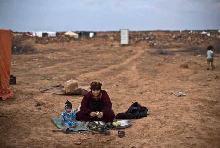 En junio de 2016, unas 60,000 personas quedan atrapadas en condiciones extremadamente duras cerca de la frontera noreste de Jordania, que fue cerrada tras un ataque suicida que mató a siete soldados jordanos.