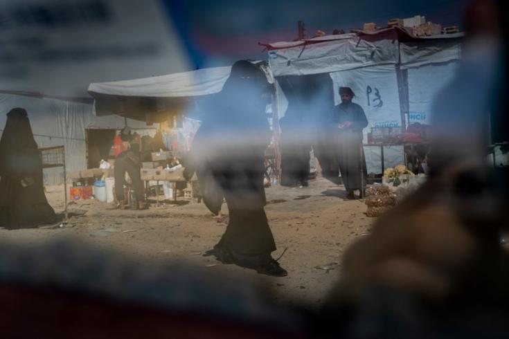 En el campamento de al Hol, sus habitantes viven en condiciones de hacinamiento: un promedio de siete personas comparten una sola carpa.