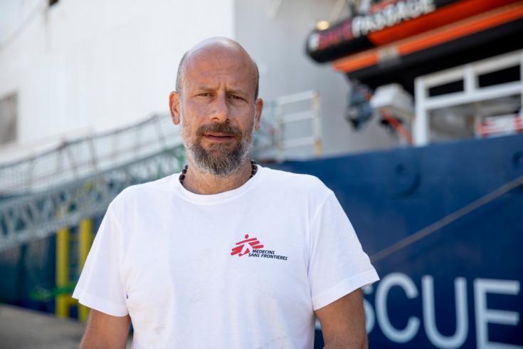 """Duccio Staderini, nuestro portavoz de operaciones de búsqueda y rescate, afirma que """"estas inspecciones han sido instrumentalizadas por las autoridades estatales para apuntar a los buques de ONG de manera discriminatoria"""". Julio de 2021"""