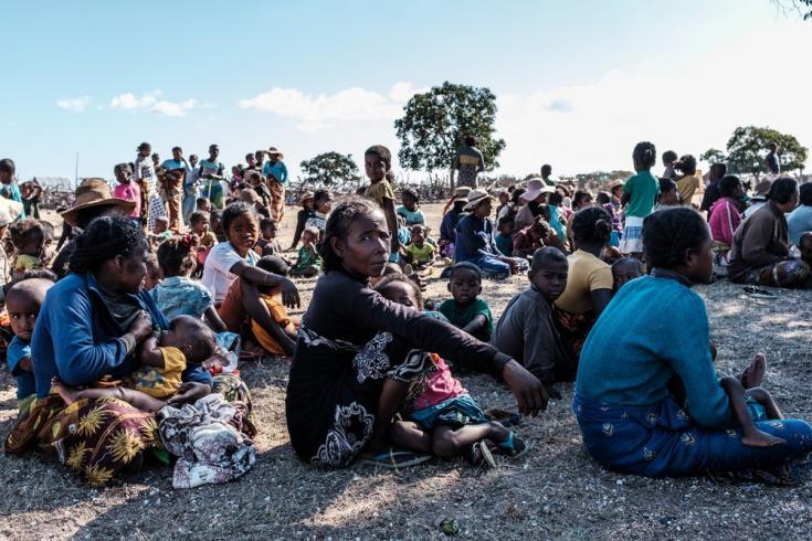 En junio, comenzamos a distribuir raciones de alimentos a las familias de pacientes con desnutrición para ayudar a restablecer su acceso a los alimentos. Región de Androy, Madagascar, julio de 2021