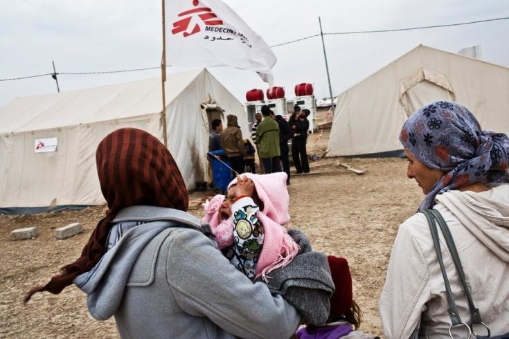 2012: una guerra en toda regla. En mayo, comenzamos a trabajar en el campo de refugiados de Domeez, en Irak, convirtiéndonos en el principal proveedor de atención médica para los refugiados sirios que se albergan allí.