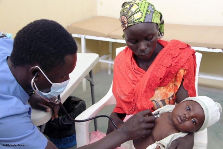 Cecilia y su hijo, a quien llevó a una consulta médica porque tiene dolor abdominal y escurrimiento nasal. 03/02/2021