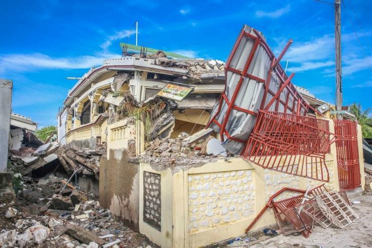 Una casa destruida en Los Cayos da cuenta de la intensidad del terremoto. Haití, agosto de 2021