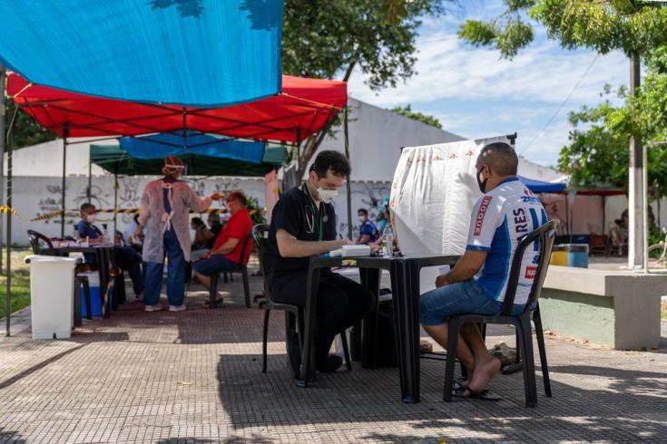 Testeamos pacientes por COVID-19 en una de nuestras clínicas móviles en la comunidad de José Walter, en Fortaleza. Brasil, junio de 2021