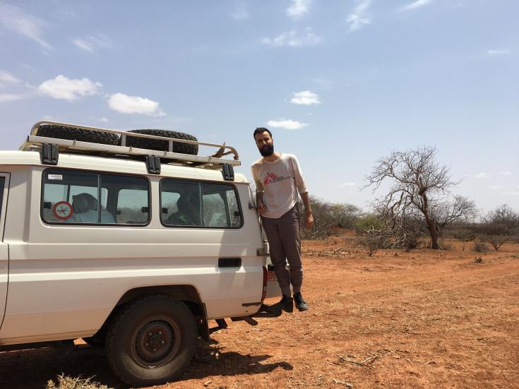 Roberto Wright es un antropólogo brasilero que trabaja con Médicos Sin Fronteras (MSF) en la región somalí de Etiopía. Él es responsable de desarrollar una estrategia de participación comunitaria para el equipo de sensibilización de Médicos Sin Fronteras.