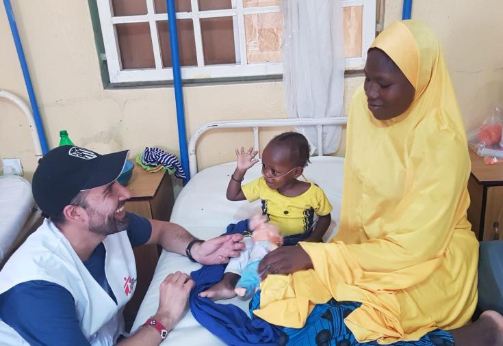 El psicólogo Bruno Giusti trabajando en Borno (Nigeria).