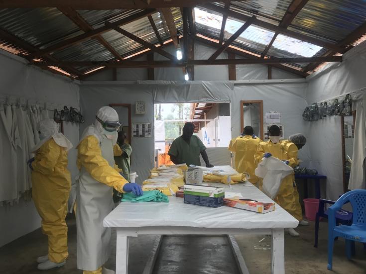 Trabajadores Médicos Sin Fronteras en epidemia Ébola
