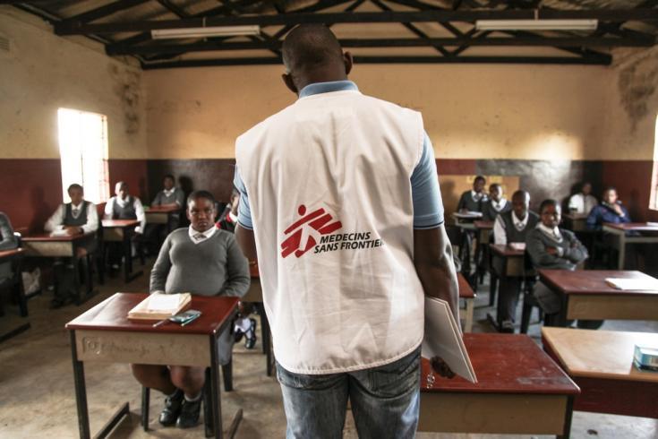 Visita a escuelas para informar sobre el VIH Sida