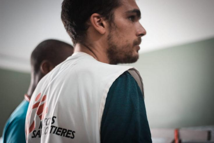 Médico argentino trabajando con Médicos Sin Fronteras