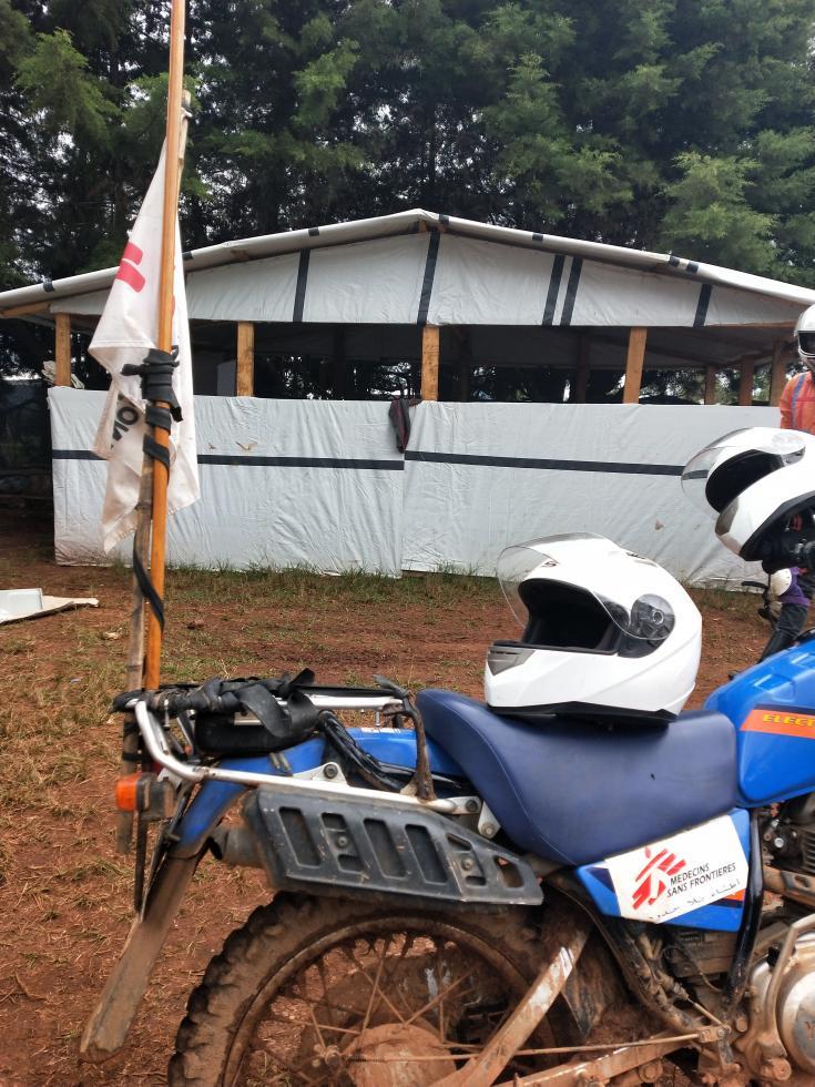 Moto de MSF en parada estrátegica