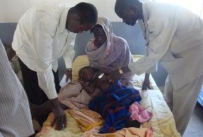 Phumeza celebra su curación en la clínica de Médicos Sin Fronteras