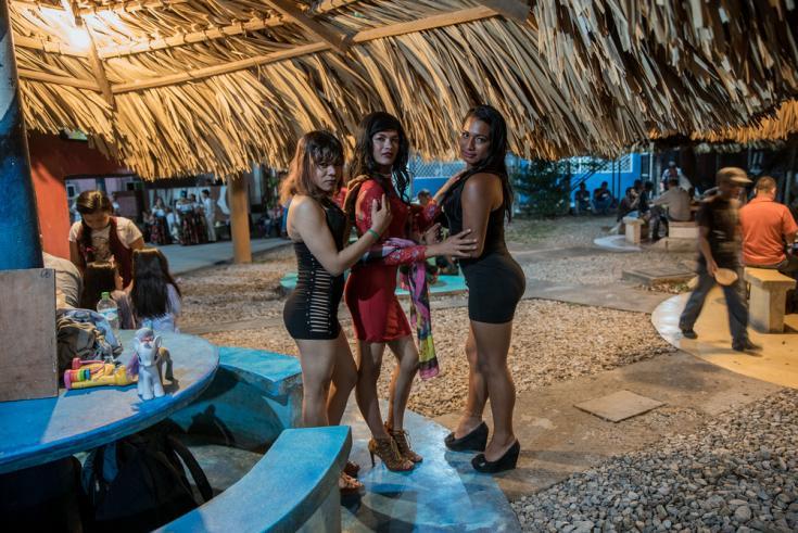 Perseguidos por su orientación sexual, tanto en sus países de orígen como en Méxco.