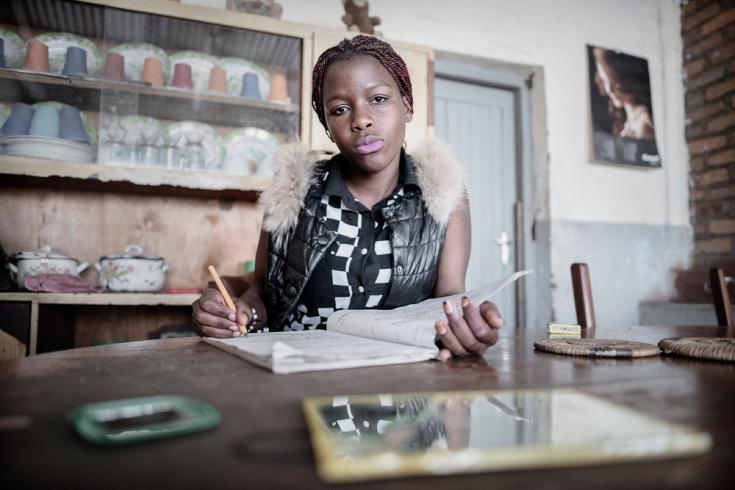 Debora Njala, 18 años, vive en el suburbia de Chiradzulu  También es paciente de Médicos Sin Fronteras porque vive con Tuberculosis y HIV.