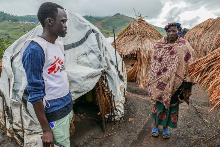 Asistencia médica en campo de desplazados