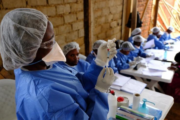 Un equipo de vacunación en el centro de salud Kanzulinzuli en Beni, República Democrática del Congo.