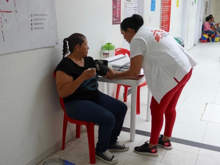 Médicos Sin Fronteras (MSF) brinda atención primaria de salud y salud mental a migrantes venezolanos en los departamentos fronterizos de La Guajira, Norte de Santander y Arauca.