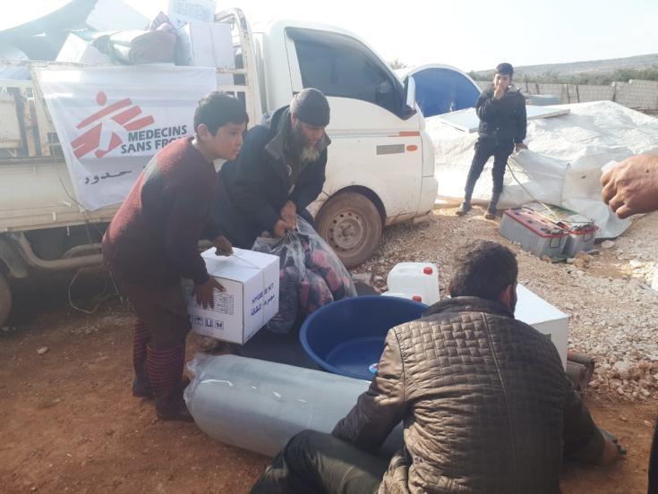 Desde el 1 de diciembre, los equipos de MSF distribuyeron artículos de primera necesidad en diferentes lugares de Idlib, para responder a las necesidades de las personas recién desplazadas que huyeron de la ofensiva llevada de las fuerzas armadas sirias.