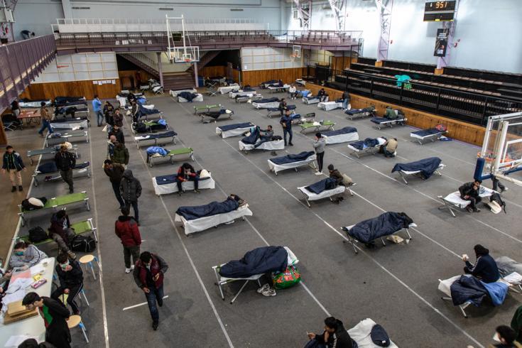 En abril, Médicos Sin Fronteras inició actividades relacionadas con COVID 19 en Francia, centrándose en las personas vulnerables que viven en la calle, como los migrantes.