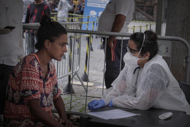 MSF evalúa y examina a las personas sin hogar en los refugios del centro de São Paulo. Las actividades también incluyen la promoción de la salud.