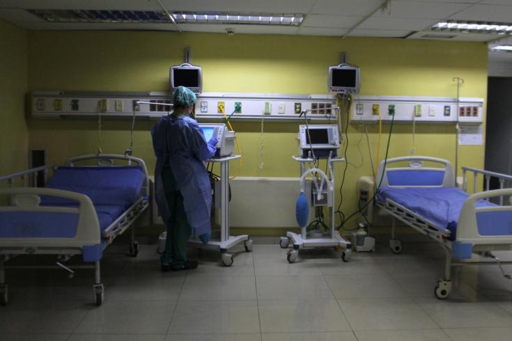 El centro especial para pacientes con COVID-19 tiene una capacidad máxima de 22 camas con entradas de oxígeno: 16 camas de hospital y 6 camas de cuidados intensivos con ventilación mecánica. Caracas, Venezuela.