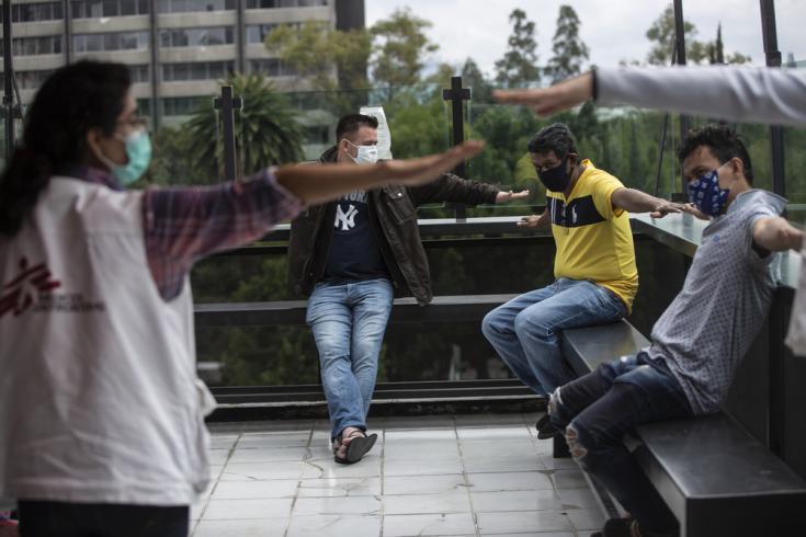 En Ciudad de México realizamos actividades de promoción de la salud en donde los migrantes y los refugiados aprenden cómo mantener el distanciamiento, lavarse las manos adecuadamente y cómo usar barbijos o tapabocas.