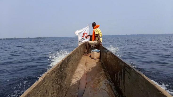 El equipo de emergencias de Médicos Sin Fronteras en República Democrática del Congo dispone de forma permanente de unas reservas preposicionadas entre las que contamos con vehículos, motos o motores fuera borda para instalar en barcos o canoas.