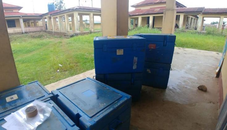 Las cajas que contienen vacunas con temperatura controlada, para mantener la cadena de frío.