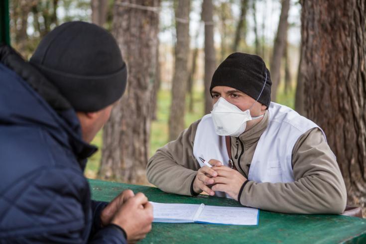 Psicólogo en hospital para pacientes con tuberculosis