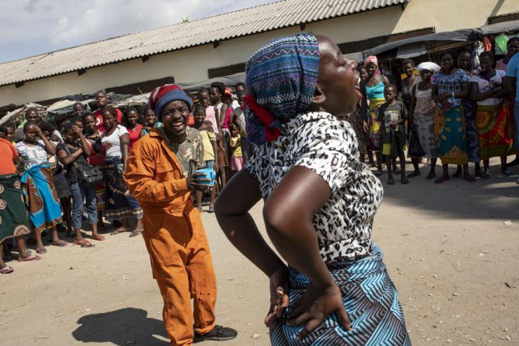 Teatro callejero en Mozambique para frenar el brote de cólera