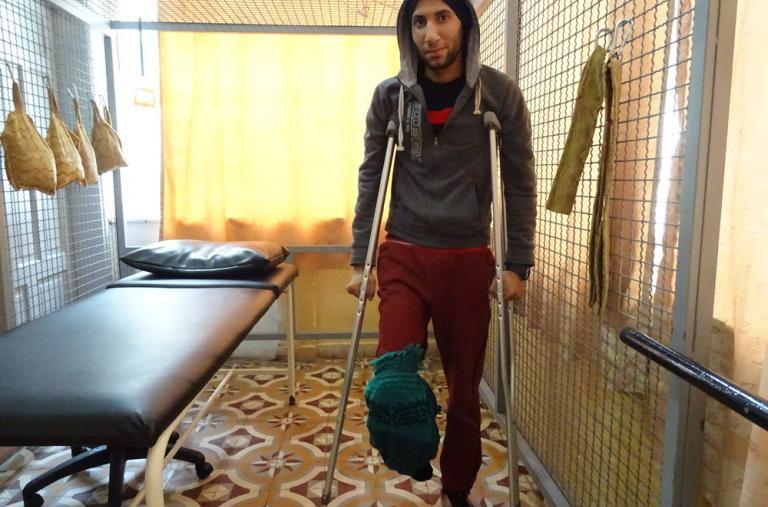 Hasán al Luh tiene 22 años y recibió un disparo en la pierna por parte de un soldado israelí. El joven estaba protestando en la frontera, poco después de que el presidente de EE. UU., Donald Trump, reconociera a Jerusalén como capital de Israel, en diciem