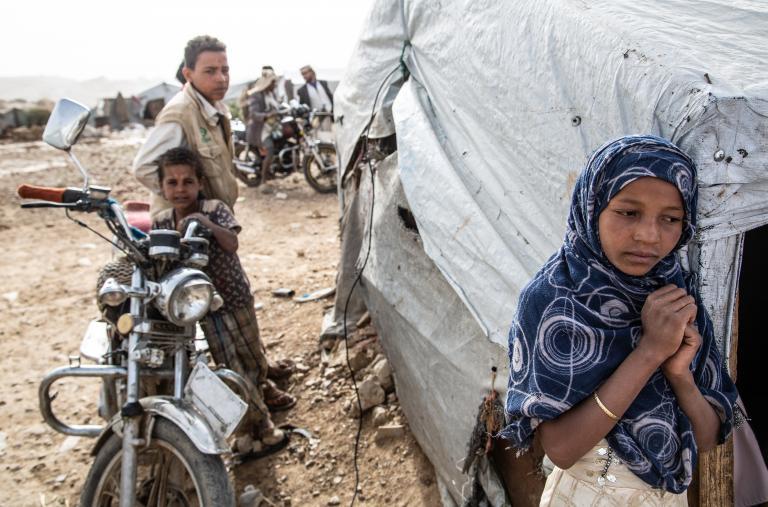Estas nuevas familias desplazadas se han unido a otras muchas que ya vivían en el exilio en Khamer desde hacía varios años tras huir de los combates. En el campo de Dahadh, casi 3.500 personas viven en estos momentos en condiciones precarias, con muchas d