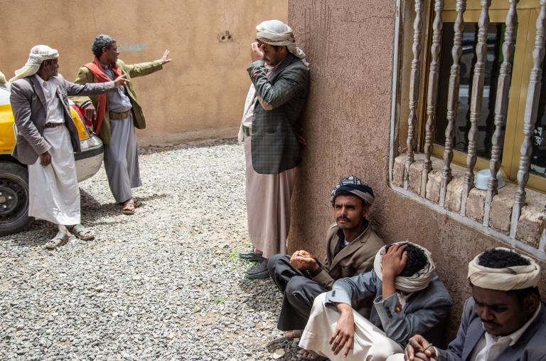 La familia de Tareq llegó a Khamer en febrero de 2018 huyendo de los combates en Kuchar. El hijo de Tareq murió porque no pudo recibir atención médica. Quedaron completamente aislados y atrapados en fuego cruzado. Antes de llegar a Khamer, la familia tuvo