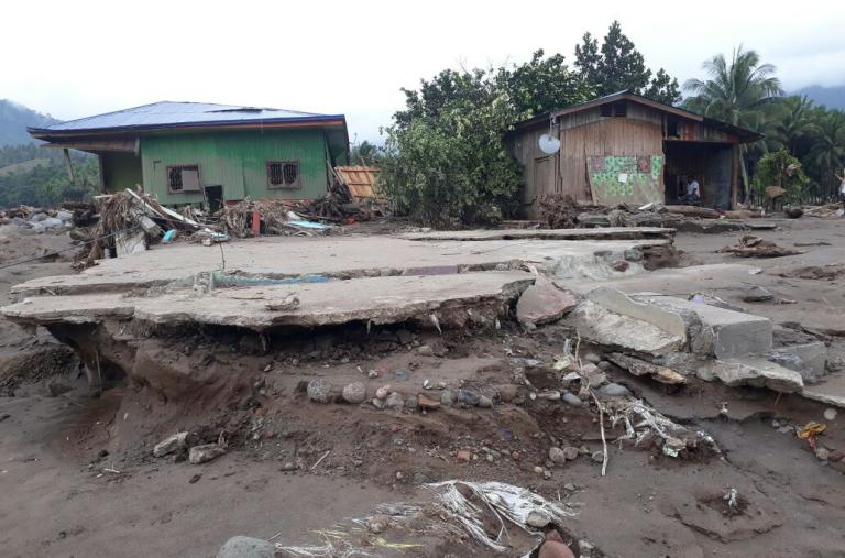 Un equipo de MSF estudia los daños causados por el tifón Tembin en la región de Mindanao en Filipinas. Más de 200 personas murieron en las inundaciones repentinas y deslaves resultantes, y todavía hay personas desaparecidas. ©Hana Badando/MSF