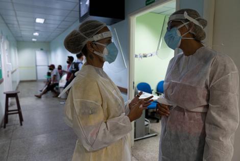 Equipo médico preparado para atender pacientes con COVID-19