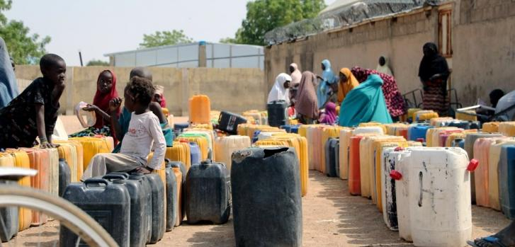 Esperando para cargar agua en Pulka, Nigeria. 03/02/2021