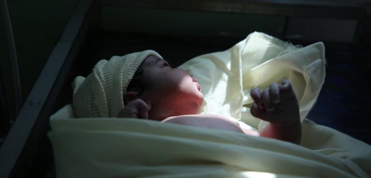 Bebé recién nacido en nuestro hospital materno infantil en la ciudad de Taiz, Yemen. Febrero de 2020