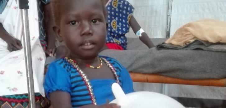 Esta pequeña llegó al hospital con bronquiolitis. Afortunadamente, logró recuperarse. ©Irena Novotna / MSF