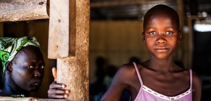 Mujeres esperando en el hospital Ayilo MSF, Adjumani, Uganda. Foto tomada en 2014.