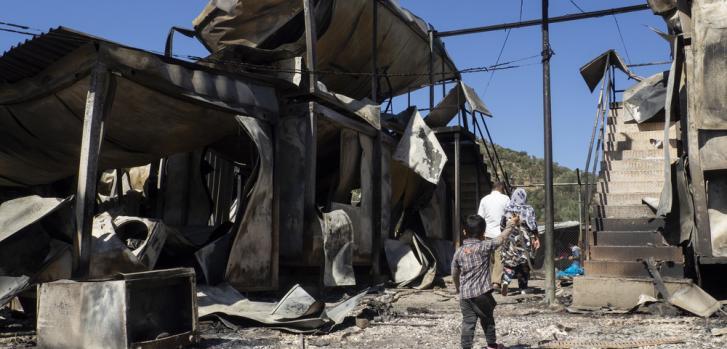 El fuego estalló en Moria, Lesbos, quemó hasta los cimientos todo el campamento y obligó a 12.000 personas a evacuar el lugar.